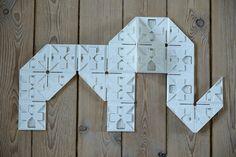 Hver pakke FLIGG har forslag til byggerier og projekter, så barnet bliver vejledt, men det er først når ens egne idéer tager form, at Fligg for alvor bliver sjovt at lege med – uanset om man er til tre-dimensionelle værker eller to-dimensionelle puslespil af bogstaver eller figurer | Køb #Fligg på Nikostine.dk #Constructiontoys #Konstruktionslegetøj