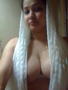 beautiful Indian aunty nude