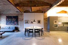 Échale un vistazo a este increíble alojamiento de Airbnb: POBLENOU-SOLEADO LOFT INDUSTRIAL 3 - Apartamentos en alquiler en Barcelona