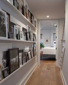 HGTV's Jasmine Roth Has An Awesome Alternative To The Basic Gallery Wall Gallery ledge from Ikea. HGTV's Jasmine Roth Has An Awesome Alternative To The Basic Gallery Wall apartment Design Case, Wall Design, Home Design, Interior Design, Design Ideas, Ikea Interior, Interior Decorating Styles, Picture Shelves, Photo Shelf