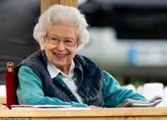 Queen looks delighted as she arrives at the Royal Windsor Horse Show   Daily Mail Online Queen Watch, Manchester Cathedral, Lady Louise Windsor, Fun Days Out, Queen Pictures, Pose For The Camera, Princess Anne, Save The Queen, Female Friends