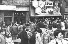 1975 Harbiye as sineması Turkey History, Yesterday And Today, Movie Theater, Istanbul, Times Square, Nostalgia, Photo Wall, Memories, Concert