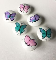 Pink Purple Teal Butterfly Knobs and Pulls Pink Butterflies Room Decor Girly Rooms Baby Girl Nursery Teal Decor Purple Butterfly Pink - These Pink Purple and Teal drawer pulls are hand-painted with acrylic paints. A layer of non-toxic - Pebble Painting, Pebble Art, Stone Painting, Rock Painting Patterns, Rock Painting Designs, Butterfly Room, Purple Butterfly, Girly, Wood