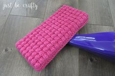 Learn how to make your own reusable crochet wet mop pad! This wet mop pad is designed to fit the standard Swiffer Wetjet. Scrubbies Crochet Pattern, Bobble Crochet, Crochet Potholders, Bobble Stitch, Free Crochet, Crochet Baby, Crochet Patterns, Crochet Ideas, Crochet Squares