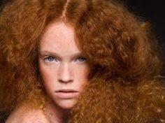 Afbeeldingsresultaat voor curvy girls red hair green eyes