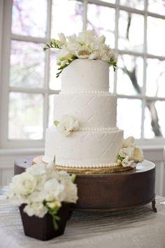 Lovely white cake - like theflowers and subtle pattern