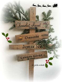 Christmas signpost – panneau indicateur pour le père Noël Christmas Crafts, Christmas Decorations, Xmas, Wood Gifts, Christmas Traditions, Yule, Diy And Crafts, Place Card Holders, Holiday