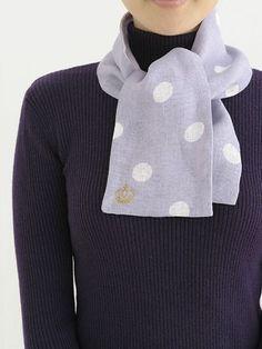 裾につけたワッペンがポイントの、リネンのマフラーです。/おしゃれなリバーシブルマフラー(「はんど&はあと」2013年1月号)