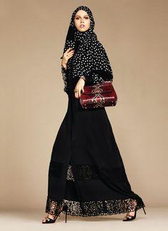 Dolce & Gabbana lance une collection de hijabs et abayas.