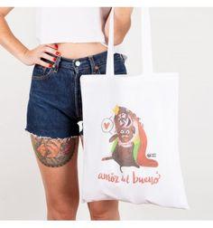 Divertida bolsa de tela blanca serigrafiada con la ilustración Amor del bueno de la Reina Pecas y su perro con diseño e ilustración de Pedrita Parker. #totebag #bolsa