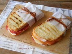 panini  salame provola e pomodori di Miele farina & fantaia
