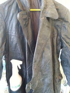 Een oude jas uit een container gehaald en de linkerkant behandeld met Urad Leershampoo, leerreiniger, ook vr delicaat en lichtgekleurd leer, autostoelen,etc. www.majoorbussum.nl