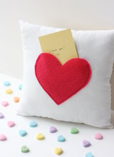 Quality Sewing Tutorials: Secret Pocket Pillow tutorial from See Kate Sew Valentines Bricolage, Valentines Diy, Pillow Tutorial, Heart Pillow, Diy Couture, Easy Sewing Patterns, Sewing Projects For Beginners, Diy Projects, Sewing Tutorials