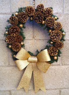 Door Ornament Making with Pine Cones - Christmas Decorations🎄 Pine Cone Decorations, Christmas Decorations, Holiday Decor, Pine Cone Crafts, Christmas Crafts, Pinecone Ornaments, 242, Theme Noel, Diy Weihnachten