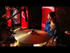 "Austra perform ""Spellwork"" on QTV"