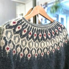 Fair Isle Knitting Patterns, Fair Isle Pattern, Crochet Crafts, Knit Crochet, Pullover, Sweater Design, Cozy Sweaters, Pulls, Knitting Projects