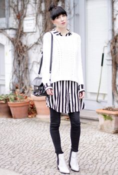 Ricarda from Cats & Dogs wearing the white chelsea boots White Ankle Boots, Dog Wear, Chelsea Boots, Sneaker, Pumps, My Style, Cats, Blouse, How To Wear