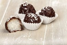Chocolate Coconut Balls are one of our favorite no-bake holiday treats. A sweet, moist, coconut center, covered in a chocolate coating. Coconut Candy, Coconut Balls, Coconut Cream, Coconut Oil, Healthy Chocolate, Chocolate Recipes, Coconut Bites Recipe, German Chocolate Cupcakes, Liver Recipes