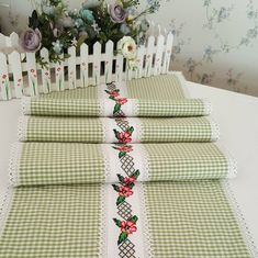 Diy Pillows, Decorative Pillows, Vintage Tablecloths, Rustic Cottage, Diy Slime, Table Runners, Diy And Crafts, Cross Stitch, Gift Wrapping