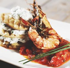 Grillen eggplant with goatchess and prawns
