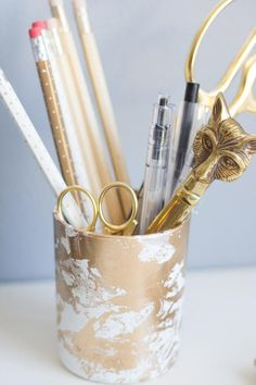 DIY Gold Marbled Pencil Cup.