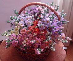 FROM Biser.info: Beautiful beaded flower arrangement