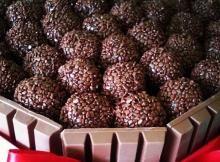 Bolo KitKat de Brigadeiro Gourmet - www.brigadeirostore.com.br #brigadeirogourmet #bolodebrigadeito #bolokitkat