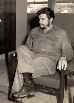 Comandante Ernesto Che Guevara - the Argentine-Cuban guerrilla fighter, revolutionary leader,. Che Guevara Quotes, Che Guevara Images, Karl Marx, Robert Doisneau, Power Trip, Roy Lichtenstein, Magnum Photos, Pop Art Bilder, Cuba History