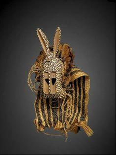 masque lièvre dogon  Mali, bandiagara  début 20e s, masque portée pour un spectacle de l'exposition coloniale de 1931 à Paris  coll. musée quai branly