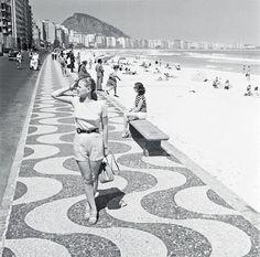 Praia de Copacabana, ano de 1947.