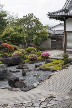 Awesome Rock Garden Ideas for Backyard 60 Japanese Garden Landscape, Small Japanese Garden, Japanese Garden Design, Chinese Garden, Chinese Courtyard, Japanese Gardens, Zen Rock Garden, Zen Garden Design, Dry Garden