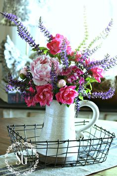 TIPS FOR ARRANGING GARDEN FLOWERS-arrange in a pyramid shape-stonegableblog.com
