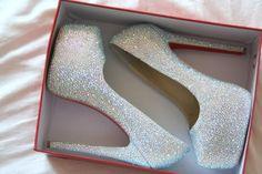 Glittery heels fashion girly cute shoes glitter heels high heels fashion and style High Heels Silber, Cute Shoes, Me Too Shoes, Pretty Shoes, Prom Heels, Sparkly Heels, Glitter Heels, White Glitter, Sexy Heels
