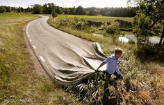 """Erik Johansson does not shoot the moments, he photographs the ideas! The Swedish photographer Erik Johansson, makes from ordinary scenery amazing optical illusions. With the help of """"Photoshop"""" he creates interesting crazy photos. Photomontage, Surrealism Photography, Art Photography, Amazing Photography, Illusion Photography, Creative Photography, Digital Photography, Montage Photography, Concept Photography"""