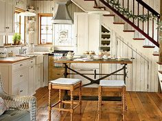 How to design a cozy cottage-style interior: coastal cottage kitchen with wood plank walls, vintage-style details, built-ins and wood floors Cottage Kitchens, Cottage Homes, Home Kitchens, Bungalow Kitchen, Camper Kitchen, Dream Kitchens, Style Cottage Anglais, Cottage Style, Rustic Cottage