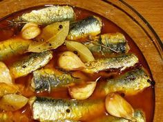 sardines in pickled sauce, escabeche Sardine Recipes, Fish Recipes, Seafood Recipes, Cooking Recipes, Escabeche Recipe, Spanish Dishes, Chowder Recipes, Portuguese Recipes, Gourmet