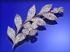 DIAMOND BROOCH, CIRCA 1800, OF FLORAL SPRAY DESIGN