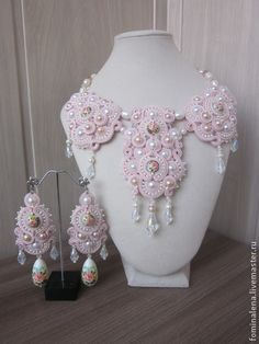 Pendientes hechos a mano.  Masters Feria - Pendientes de perlas hechas a mano rosas.  Hecho a mano.
