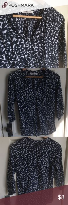 """Old Navy butterfly print top V neck top with lightweight material - 55% cotton, 45% rayon.  Cuffed 3/4 length sleeves.  Measurements-- 20"""" across from armpit to armpit, 22.5"""" length in the front and 25"""" in the back.  Excellent condition! Old Navy Tops Blouses"""