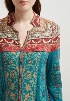 Every ladies want unique full embroidery dress neck designs. There are different Unique and trendy neck designs with anchor thread and with embrodiery. Salwar Designs, Churidar Neck Designs, Kurta Neck Design, Kurta Designs Women, Kurti Designs Party Wear, Latest Kurti Designs, Collar Kurti Design, Neck Designs For Suits, Neckline Designs