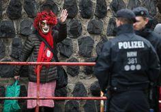 Karneval in Köln: Betonsperren und Lkw-Fahrverbote sollen Feiernde schützen - SPIEGEL ONLINE - Panorama
