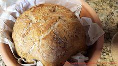 Brot mit Kräutern der Provence und Nüssen