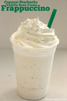 Copycat Starbucks Vanilla Bean Frappuccino - Super simple to make at home Save yourself some s Vanilla Bean Frappe, Vanilla Milkshake, Vanilla Bean Frappachino Starbucks, Milkshake Recipe Without Ice Cream, Homemade Milkshake, Vanilla Frappe Starbucks Recipe, Frappuccino Recipe Without Coffee, How To Make Frappuccino, Starbucks Whipped Cream