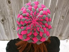 Written for both beanie and slouchy hat versions this is the only entrelac hat pattern you will ever need. Perfect for learning how to knit entrelac in the round. Knitting Videos, Loom Knitting, Knitting Projects, Crochet Projects, Knitting Patterns, Crochet Patterns, Yarn Projects, Tunisian Crochet, Knit Or Crochet