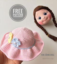 L& peut contenir: chapeau - Muñecos amigurumi - Crochet Dolls Free Patterns, Crochet Doll Pattern, Sewing Patterns Free, Free Sewing, Doll Patterns, Crochet Hat With Brim, Crochet Hats, Crochet Mignon, Sewing Toys