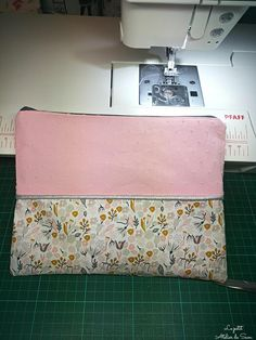 Small Easy Kit Tutorial with Piping . - Sam& Little Workshop Coin Couture, Couture Sewing, Sewing Online, My Other Bag, Sewing Kit, Knitting For Beginners, Cloth Bags, Sewing For Kids, Diy And Crafts