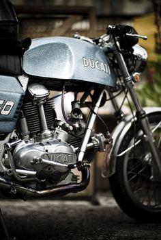 Very cool vintage Ducati : )