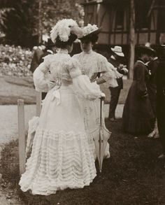 Exploration through art, photographs, and extant garments of the History of Fashion and Costume. Edwardian Era, Edwardian Fashion, Vintage Fashion, 1900s Fashion, Antique Clothing, Historical Clothing, Historical Photos, Belle Epoque, Mode Vintage