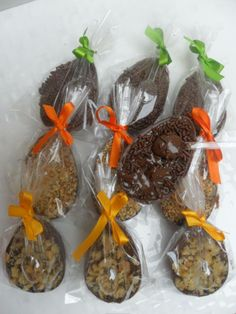 Mini Ovos Recheados - Linha Páscoa 2012 Easter Cupcakes, Confectionery, Relleno, Milkshake, Bento, Easter Eggs, Food And Drink, Gisele, Desserts