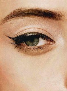 Olive green cat's eye eyeliner